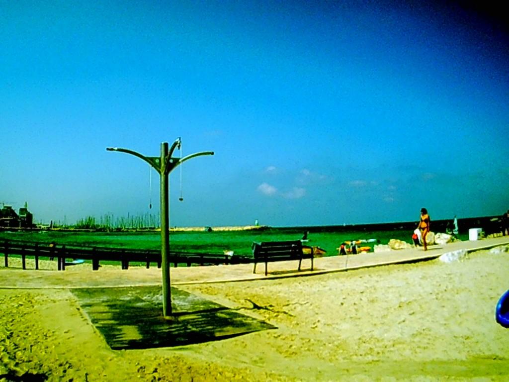 free shower tel aviv beach