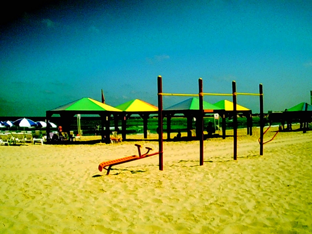 work out at the beach in tel aviv