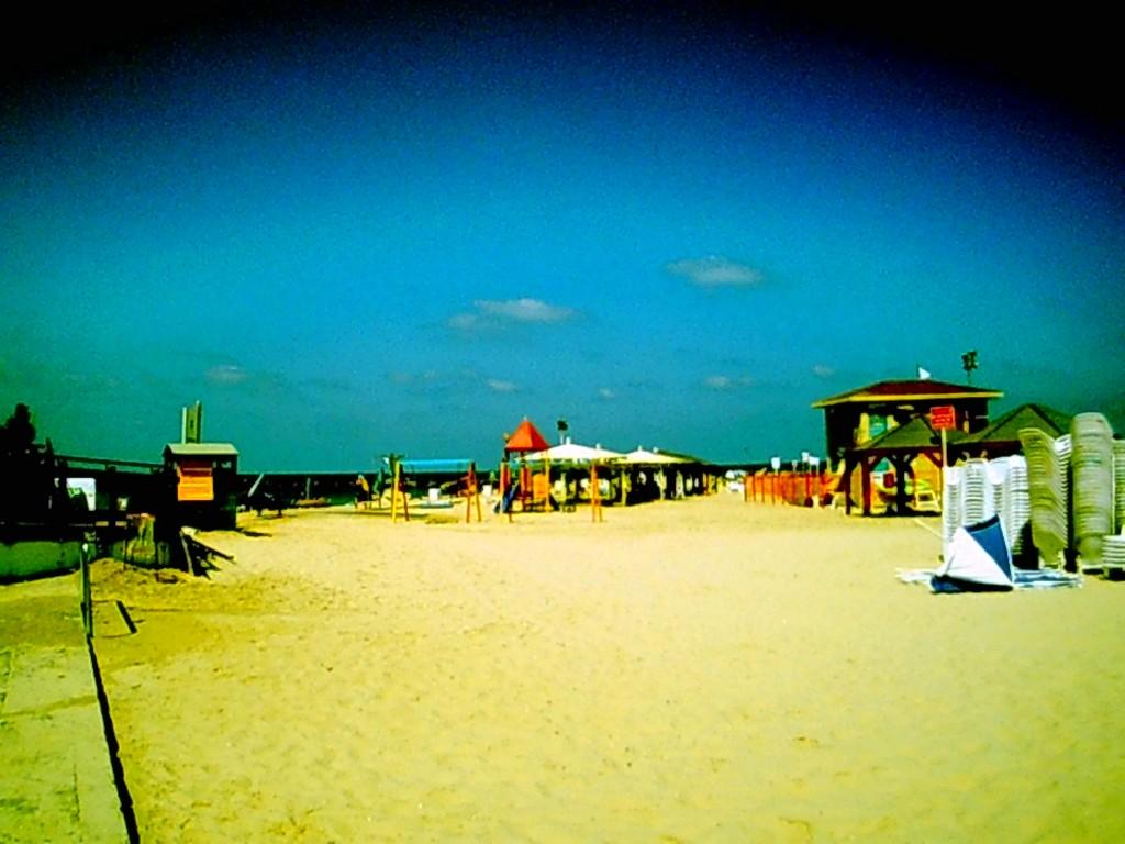 free shade in tel aviv beach